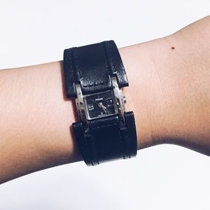 🦋Pulsar Z29 Genuine Leather Cuff Bracelet Watch